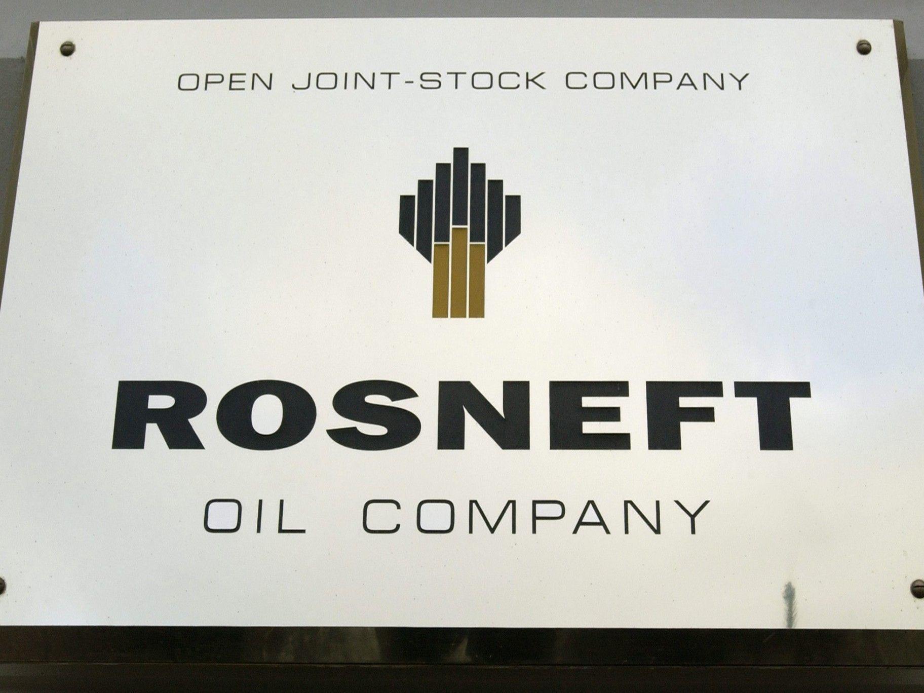 Rosneft kauft BP und Oligarchen Joint Venture TNK-BP ab.