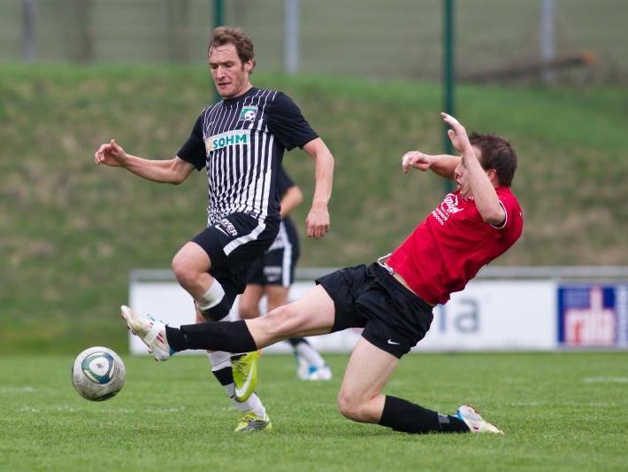 Schlins-Youngster Aleksandar Miletic lag fast eine Stunde lang verletzt auf dem Spielfeld.(Symbolbild)