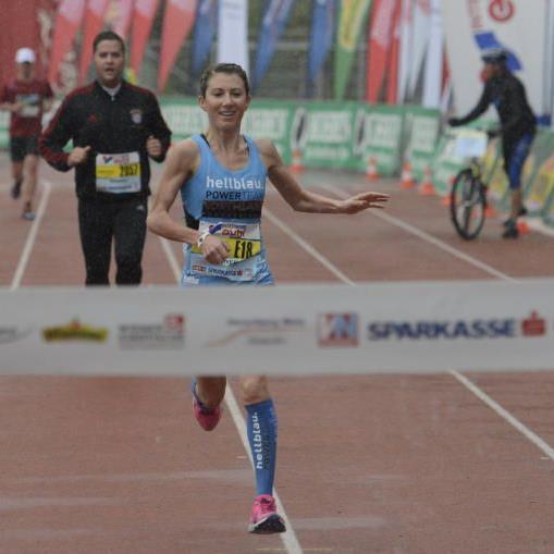 Laufwunder Sabine Reiner gewinnt nach dem Heim-Halbmarathon auch in Graz in souveräner Manier.