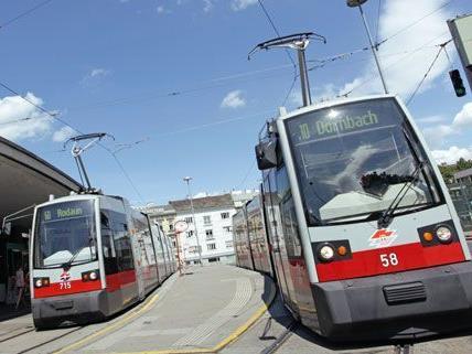 Einige Wiener Straßenbahnen bekommen nun neue Screens.