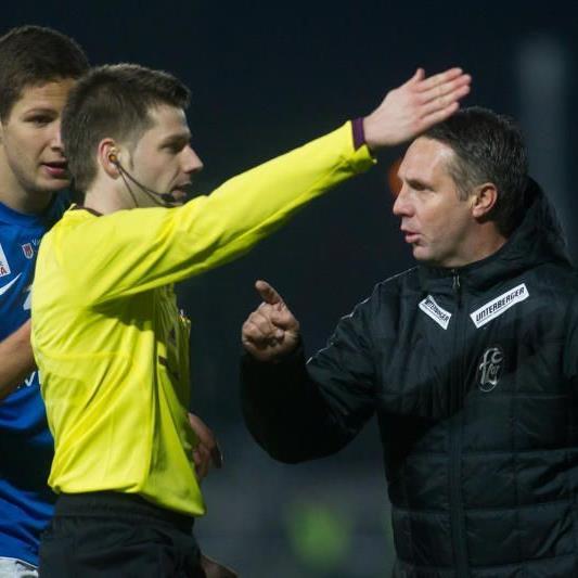 Der Unparteiische Andreas Heiss aberkannte den Terzic-Treffer, FCL-Coach Canadi sah dies anders.