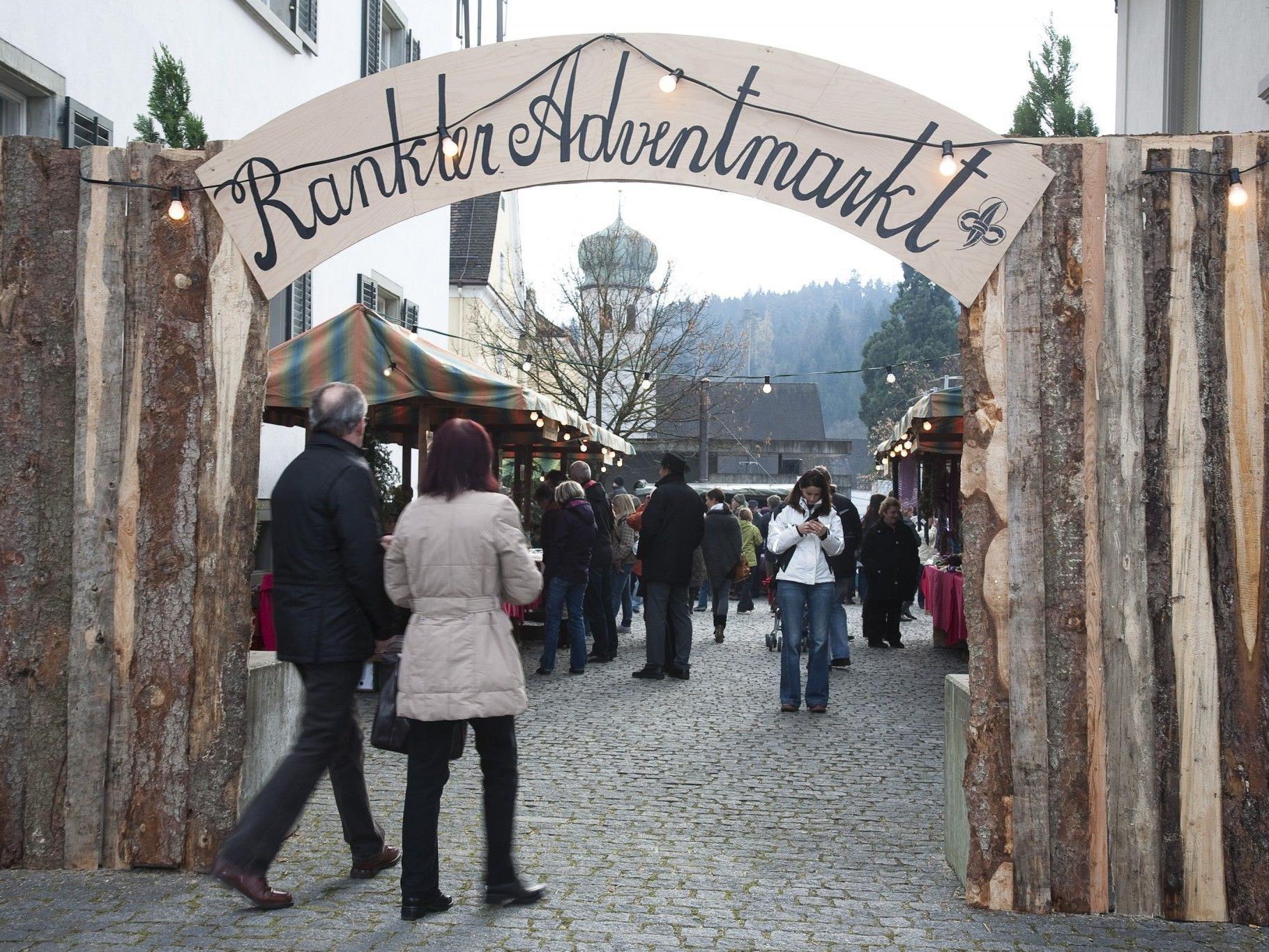 Die Rankler Pfadis laden zu ihrem beliebten Adventmarkt auf den Marktplatz ein.