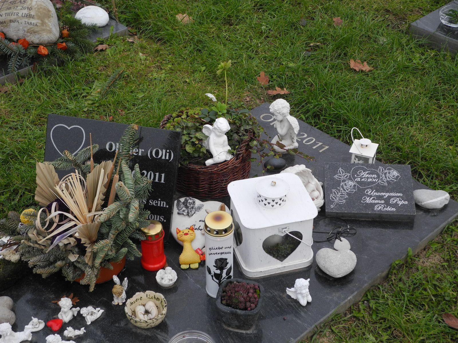 Eine der zahlreichen Grabstätten von zu früh verstorbenen Kindern im Waldfriedhof