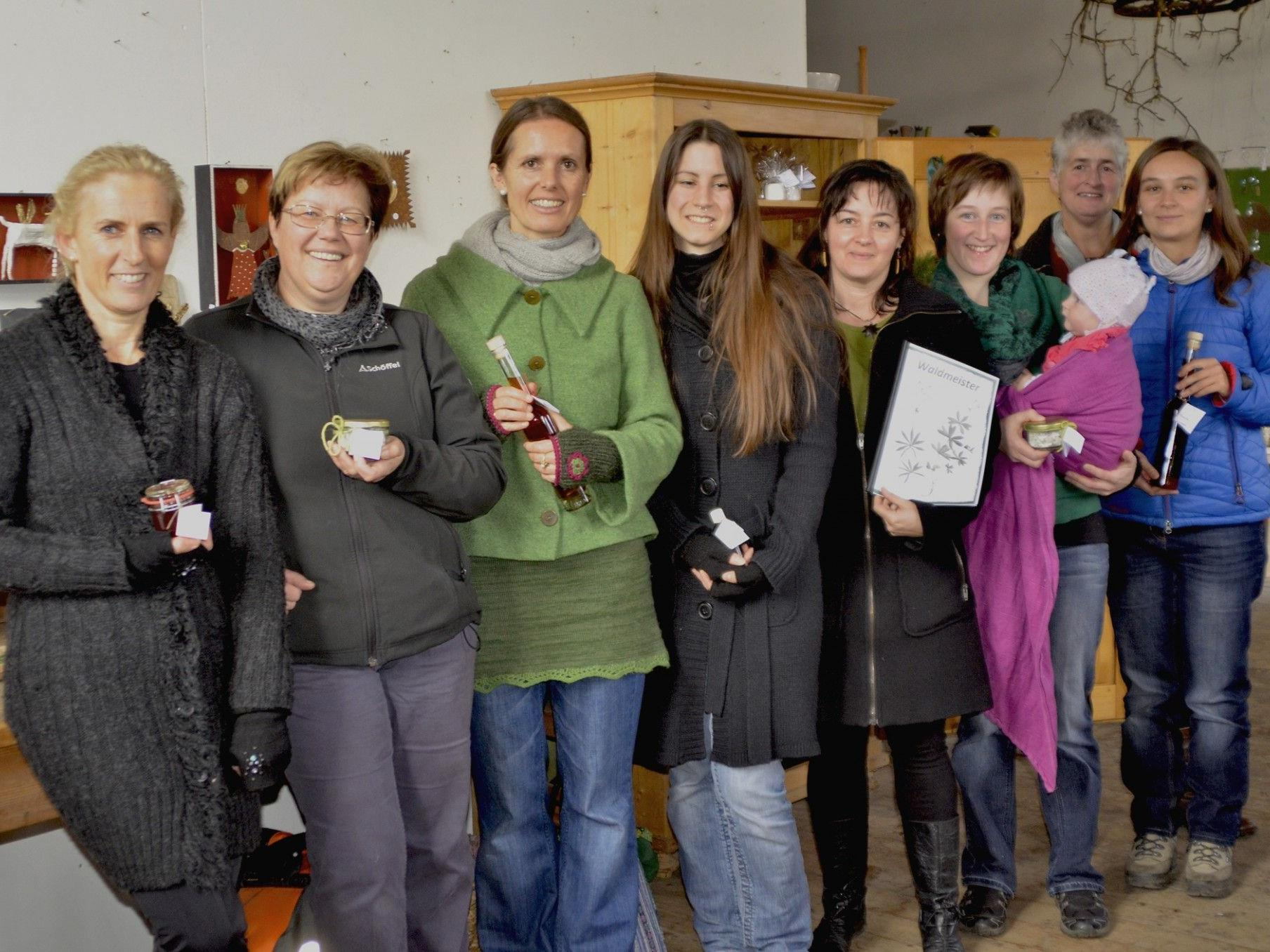 Einige der Kräuterpädagoginnen im Meininger Kronensaal.