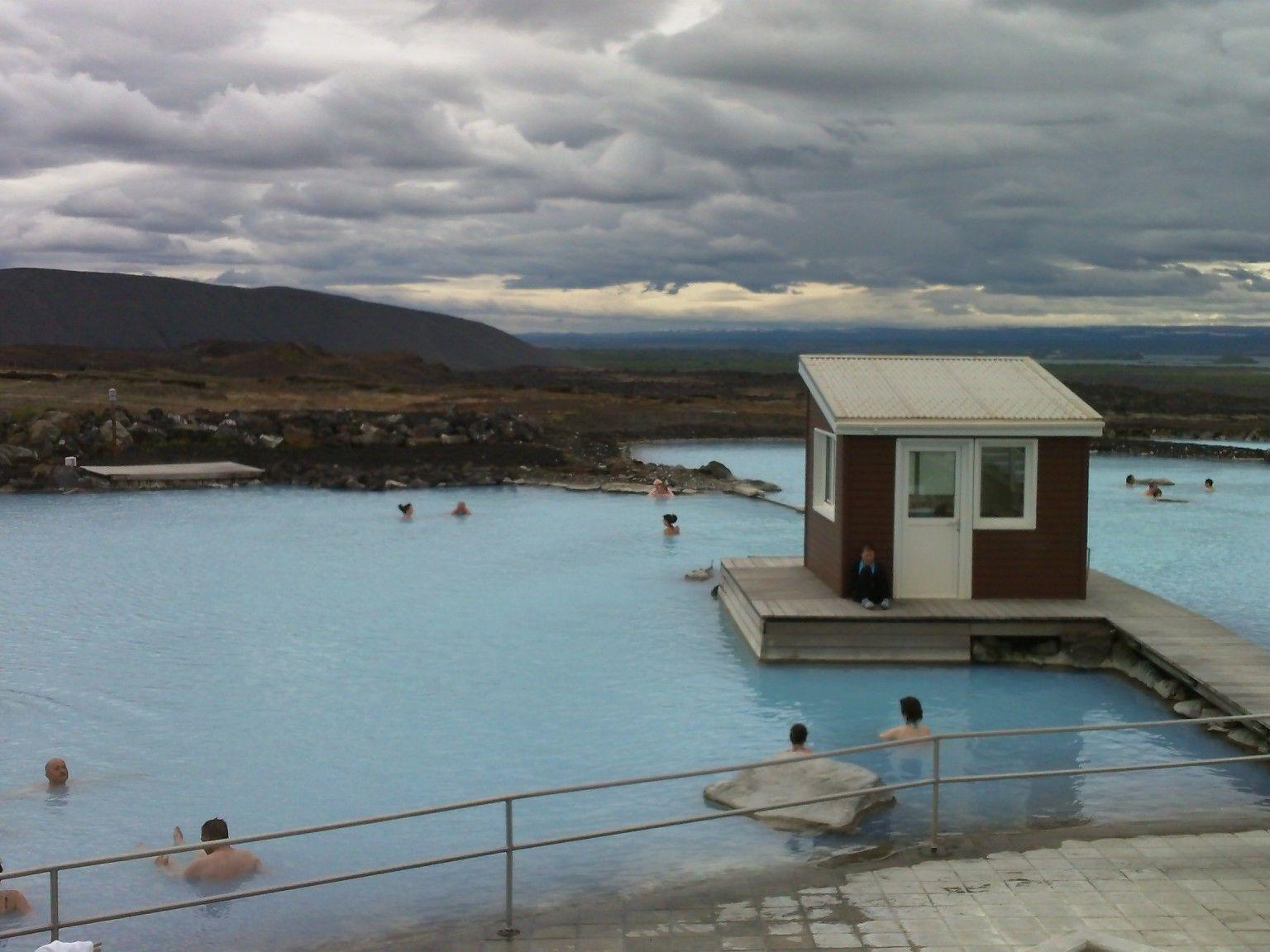 Die blaue Laguna von Myvattn ist nur eines der Höhepunkte einer Island-Reise