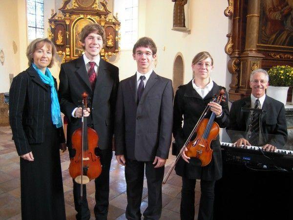Familie Breuss spielt Cantate Domino am 14.Dezember in der Friedhofskirche Vandans.