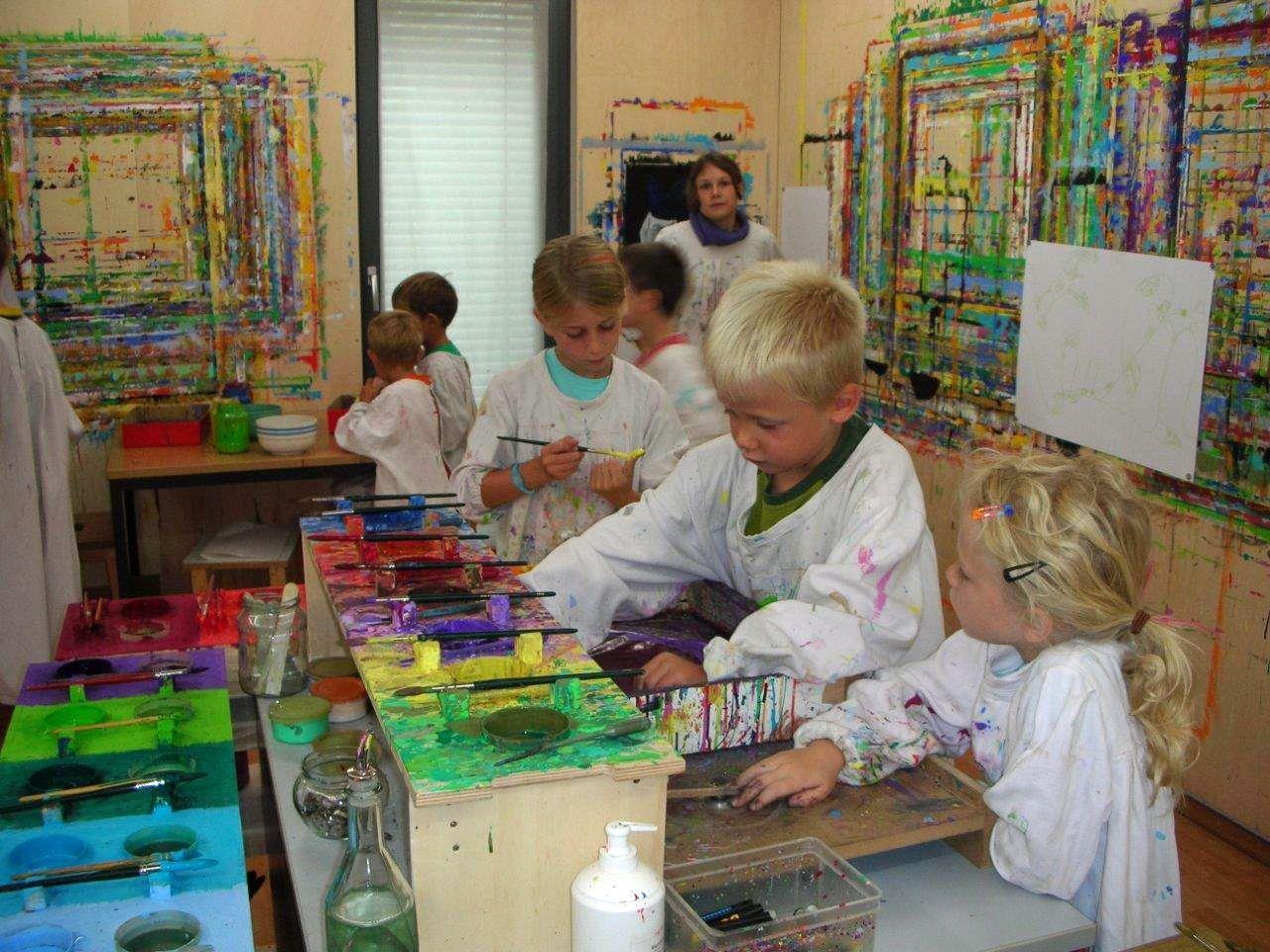 Andrea Visintainer-Lackner bietet Malgruppen für Erwachsene, Kinder und Jugendliche an.