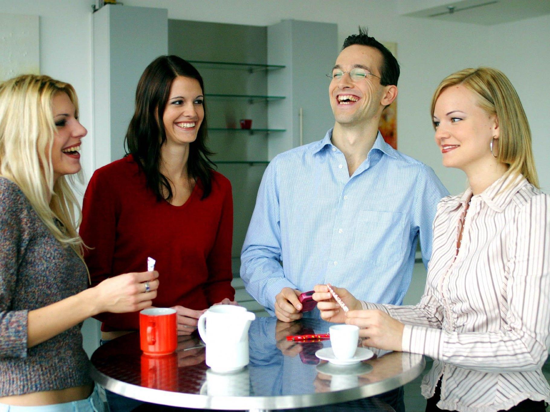 Der Tratsch in der Kaffeepause: So viel Zeit muss sein, meint der Experte
