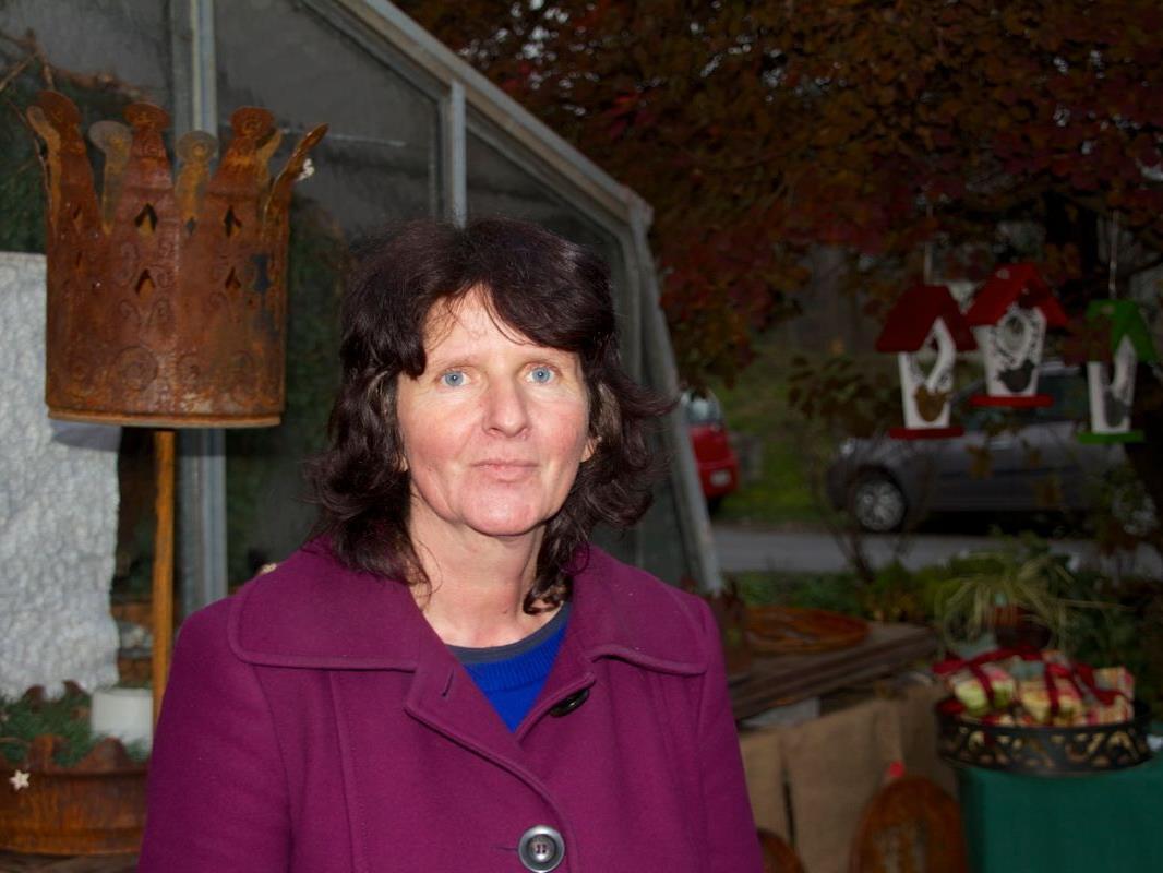 "Maria-Regina Tarmann vor ihrer Gärtnerei ""Blütenzaubrer"" in Nofels"
