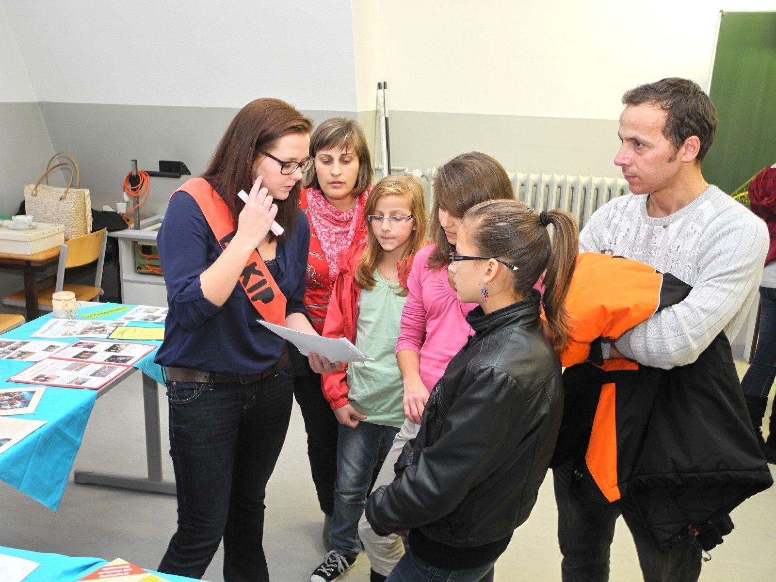 Auf großes Interesse stießen die Informationen der Schülerinnen und Pädagoginnen an die künftigen Schülerinnen