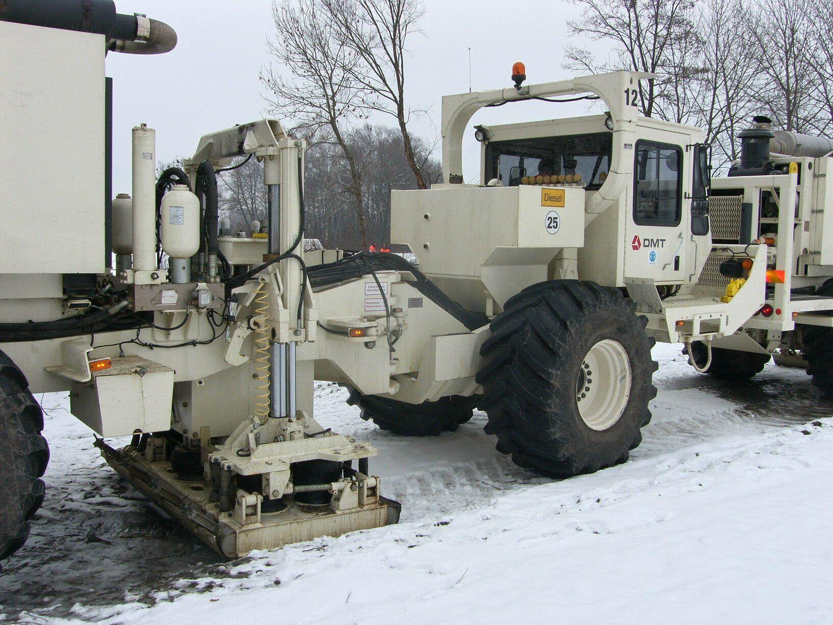 Mit diesen Fahrzeugen wurde die Geothermie im Raum Liechtenstein-Kanton St. Gallen untersucht