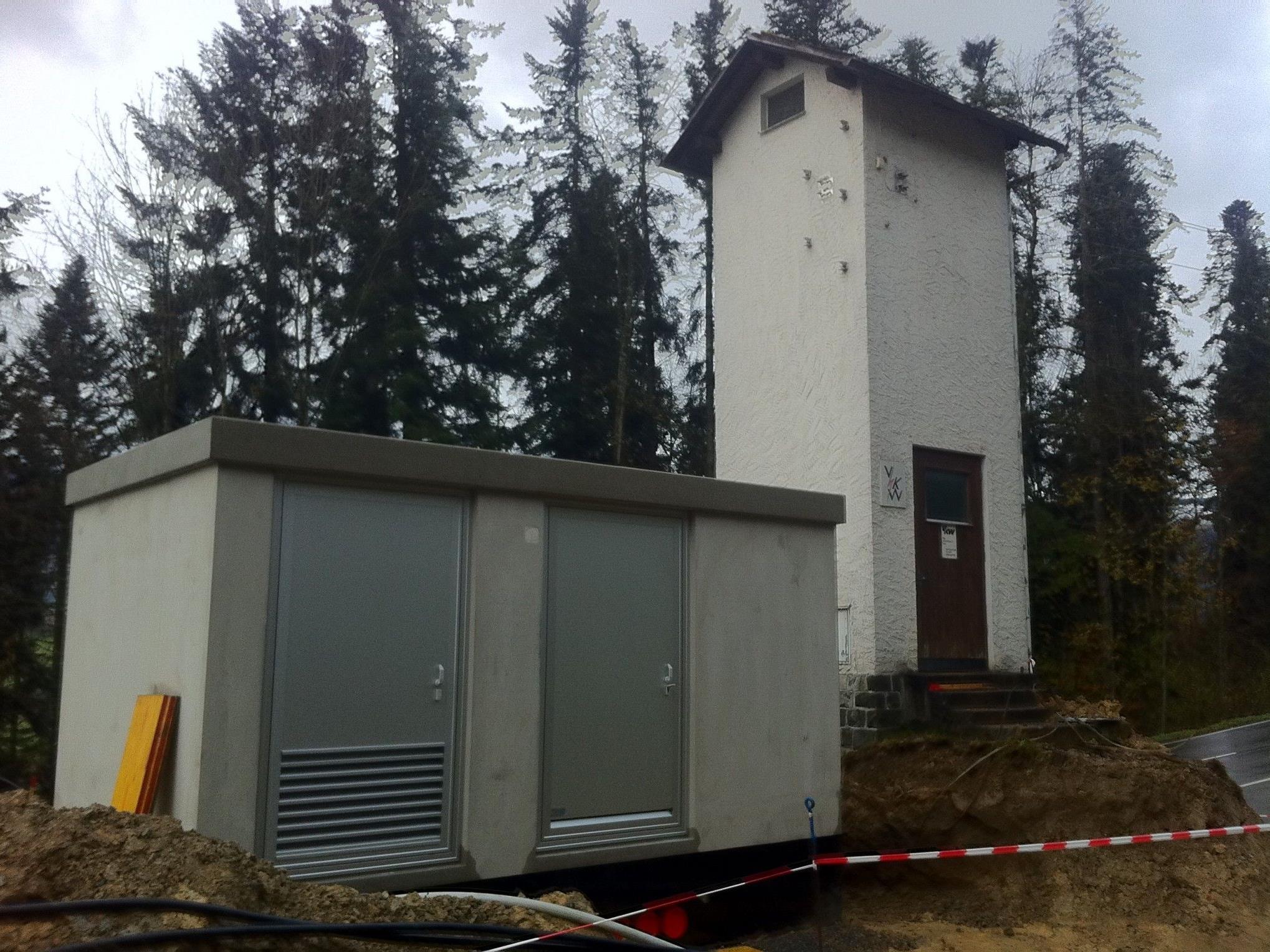 Neues und altes Transformergebäude in Kammern