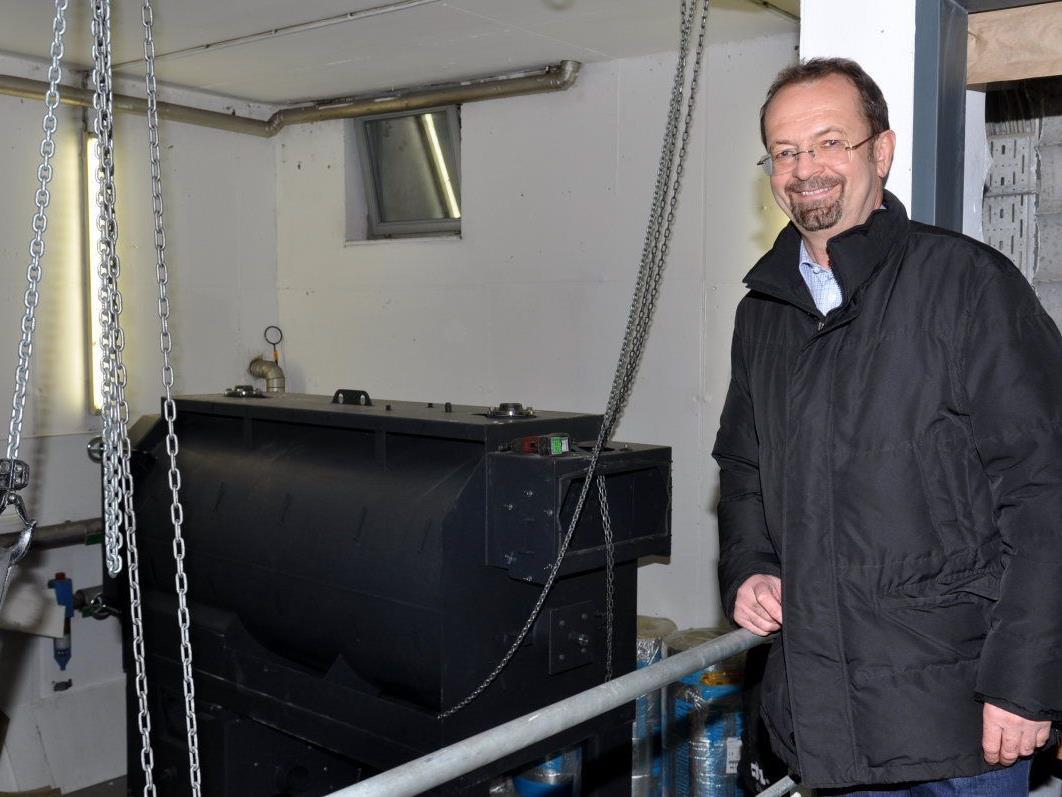 BU: Nach 18 Jahren wird der Biomasse-Kessel im Ender-Saal erneuert.