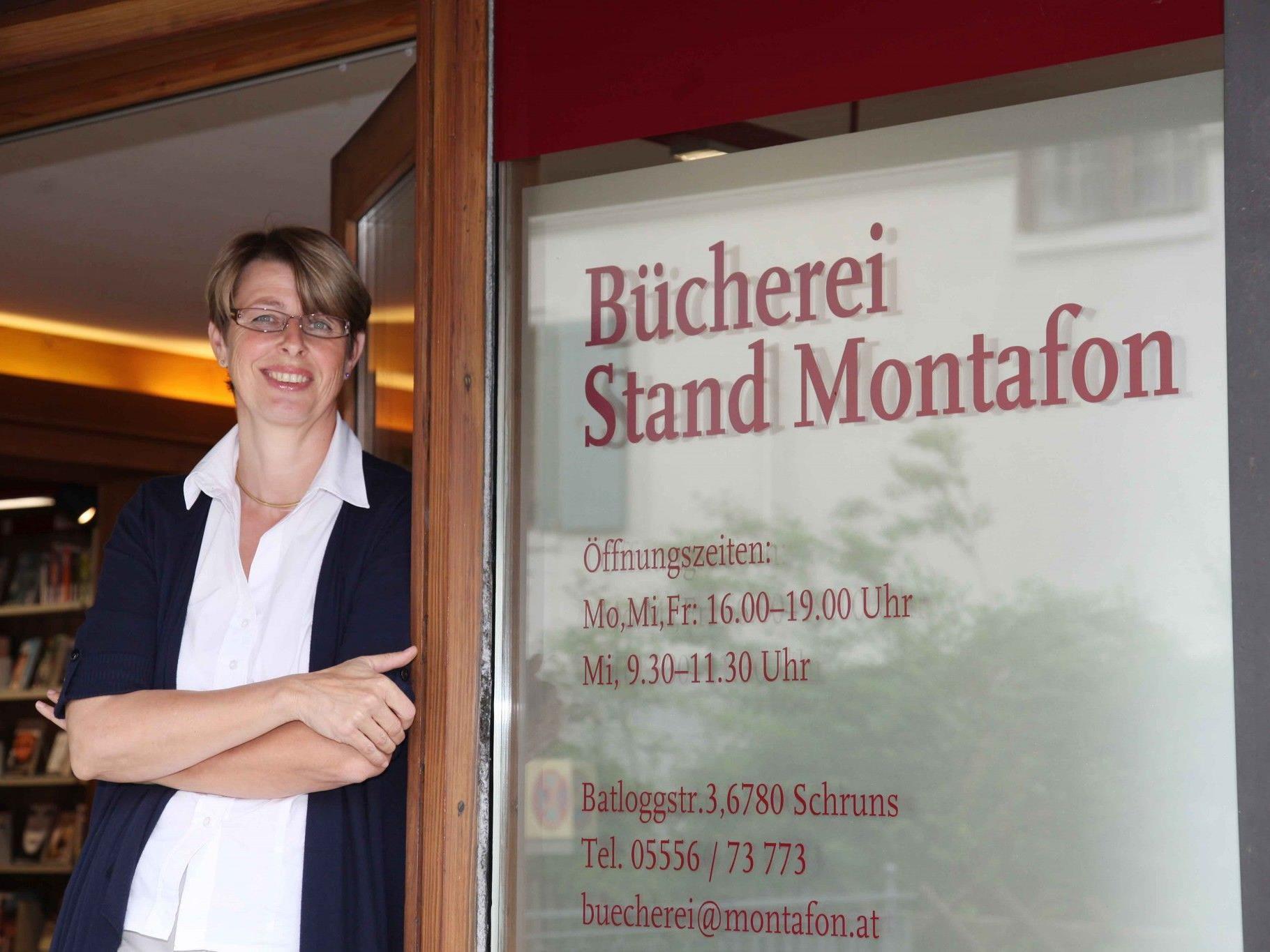 Ursula Vonbrüll managt die Bücherei des Standes Montafon in Schruns.