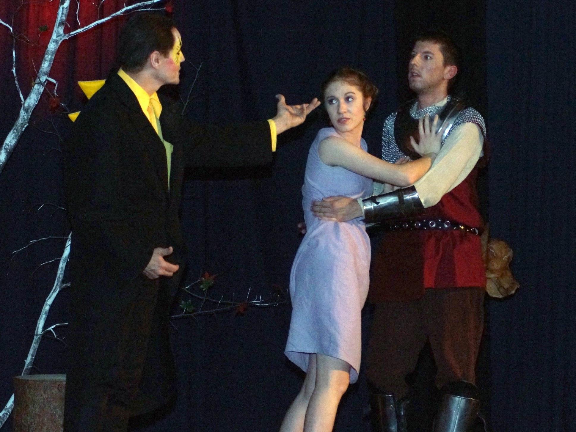 Imponierende Bühnenerscheinungen:  Markus Kieber , Anna Bertle  und Joachim Schwald.