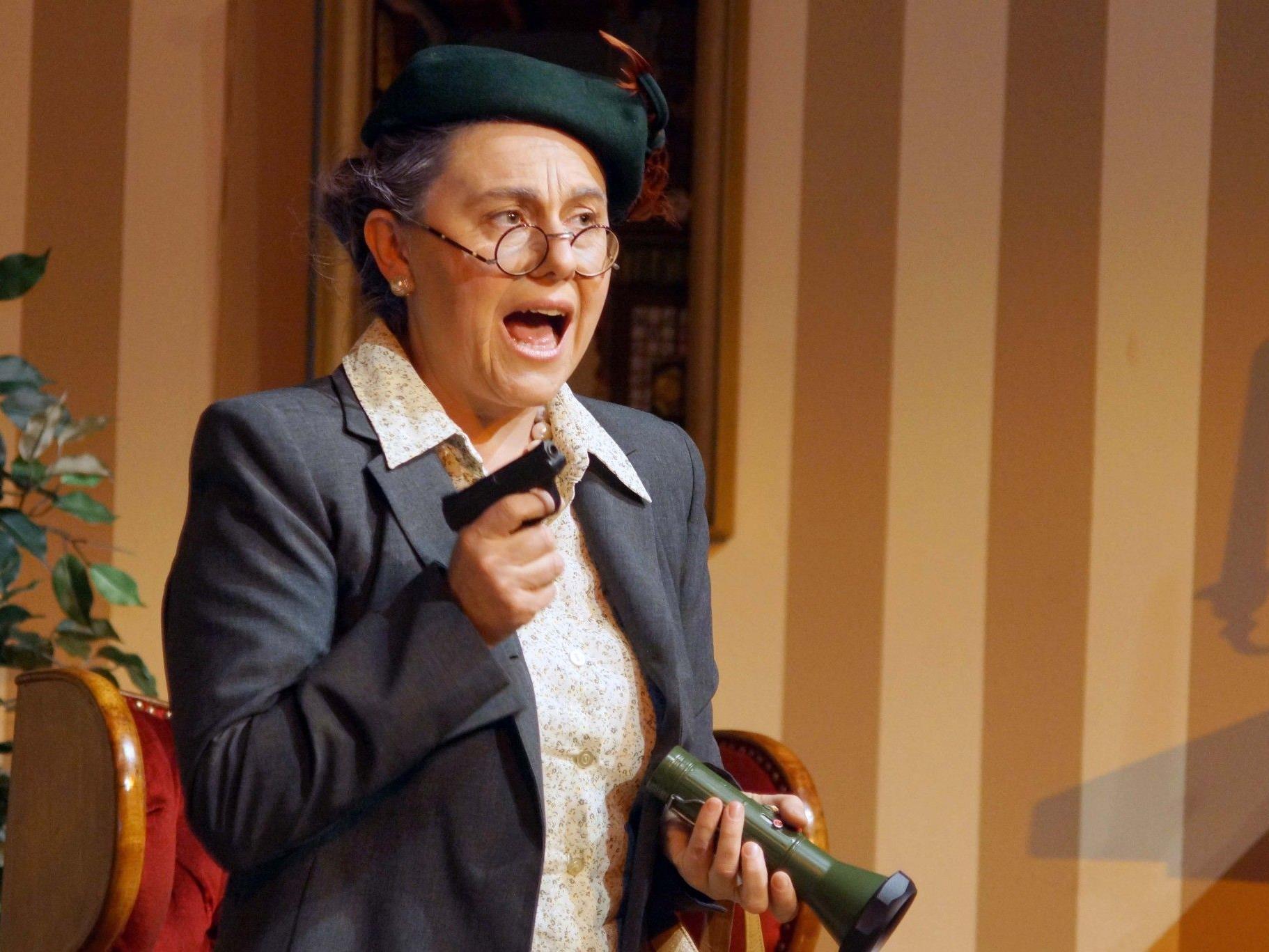 """Marlies Bahro gibt eine überzeugende Kriminalistin """"Miss Marple""""."""
