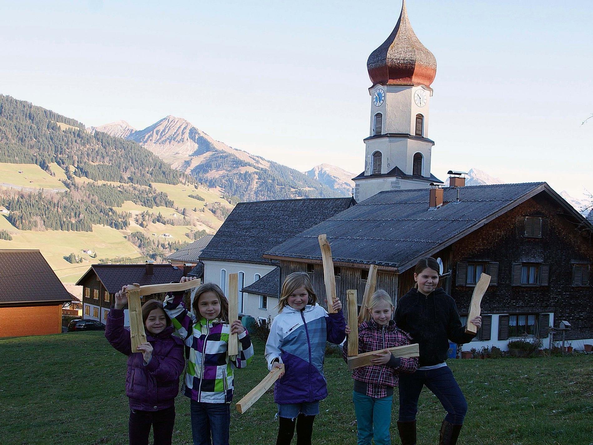 """Das Projekt """"Holzweg"""" der Walserbibliothek Raggal wurde mit dem Klimaschutzpreis ausgezeichnet."""
