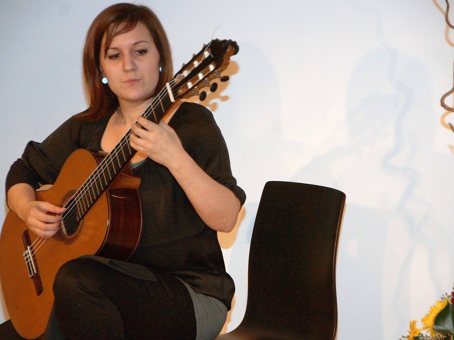 Angela Mair spielte sich in der Villa Falkenhorst in die Herzen der Zuhörer.