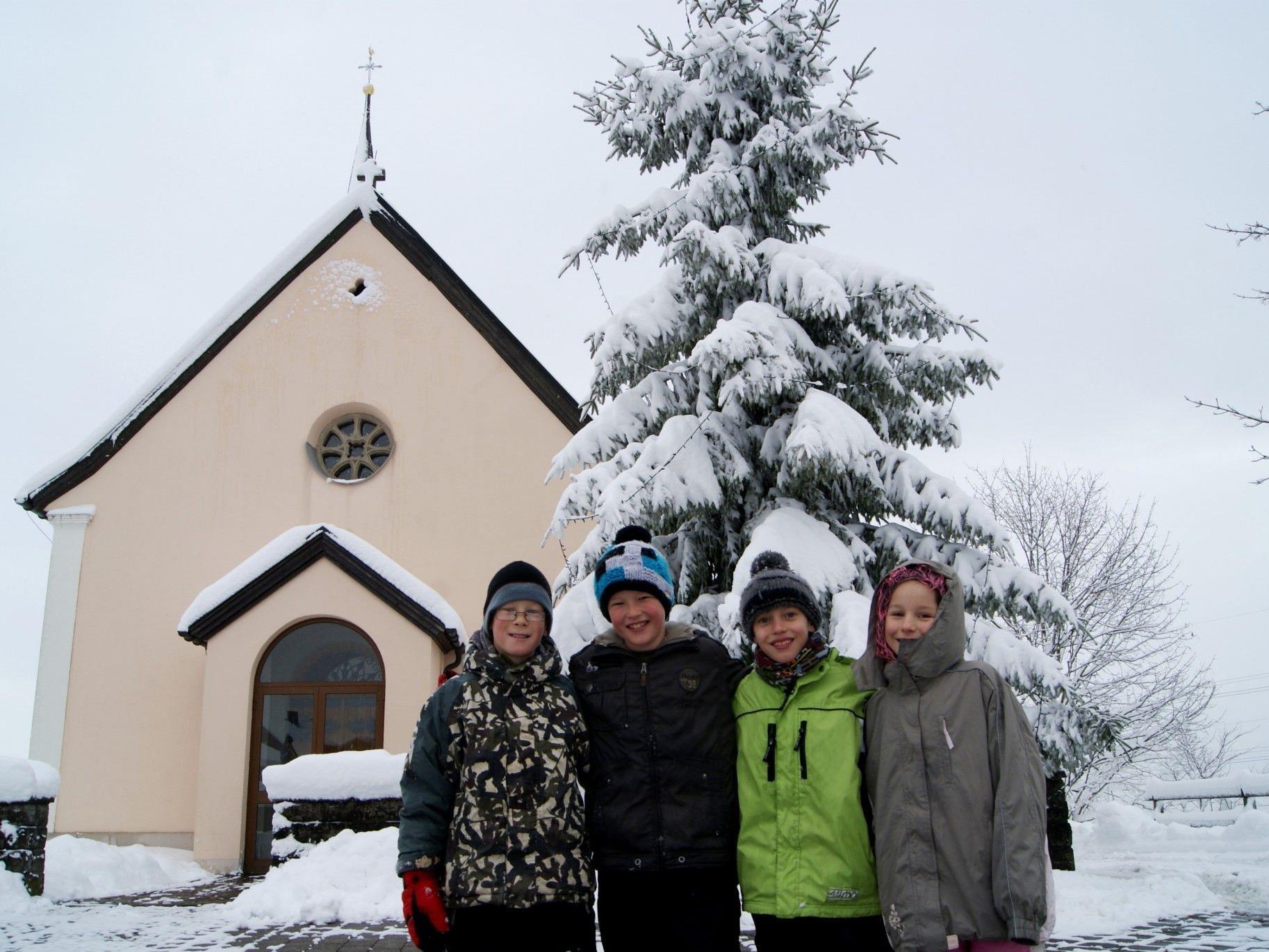 Die Bucher Kids freuen sich über den Schnee