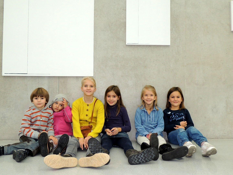 Kinder feierten die Eröffnung der Ausstellung mit einem Rundgang