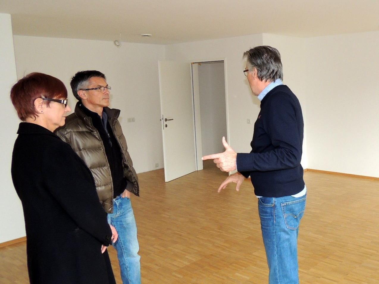 Besucherführung durch Vertreter der Wohnbauselbsthilfe