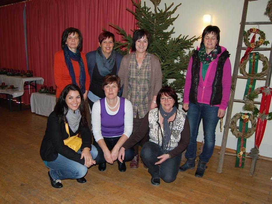 Der Erlös des Adventkranzbasars kommt einem sozialen Zweck zugute