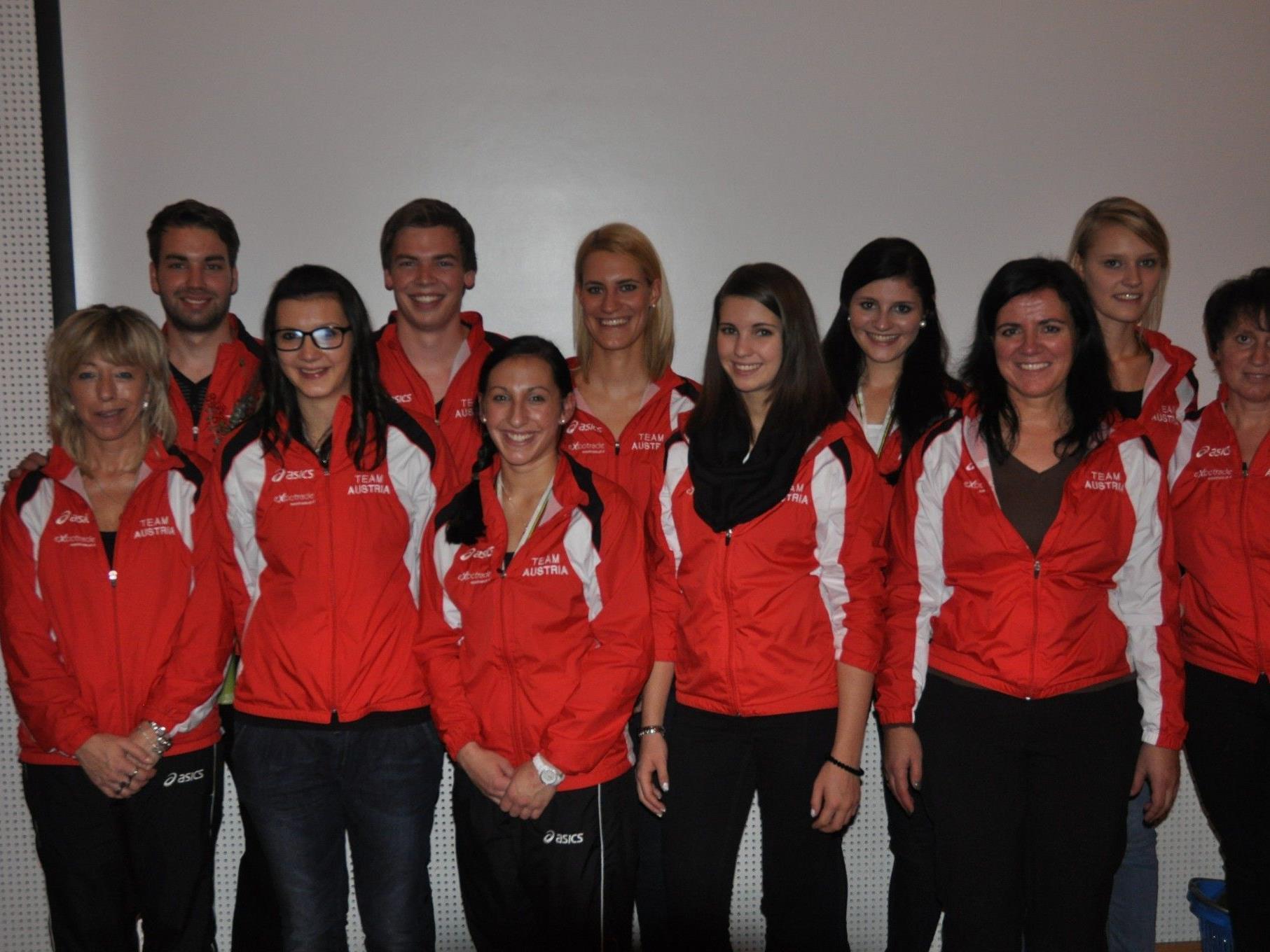 Das Meininger Wm - Erfolgsteam mit ihren Trainerinnen wurde ordentlich gefeiert.