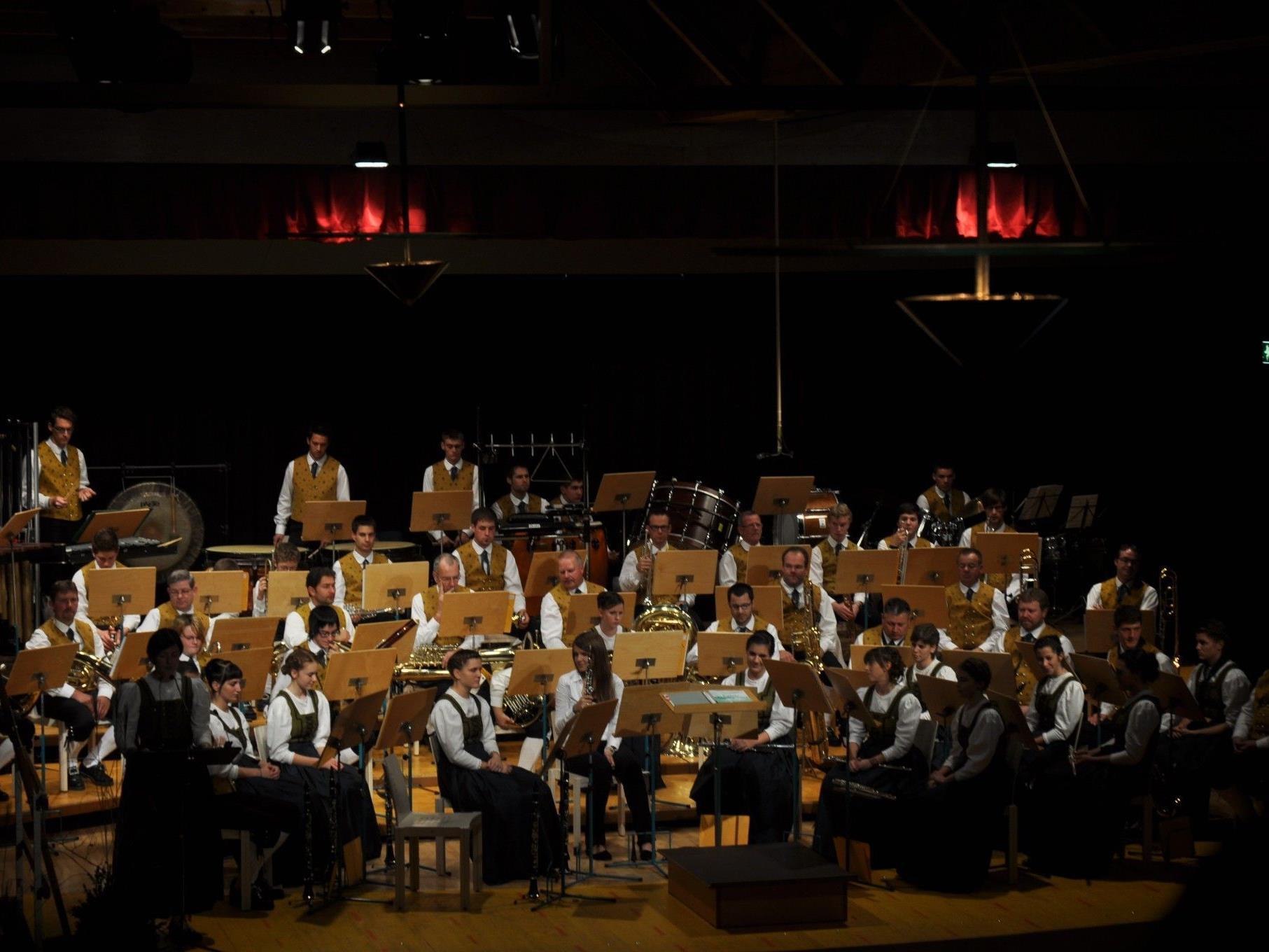 Die Bürgermusik Klaus lädt zum traditionellen Herbstkonzert in den Winzersaal.
