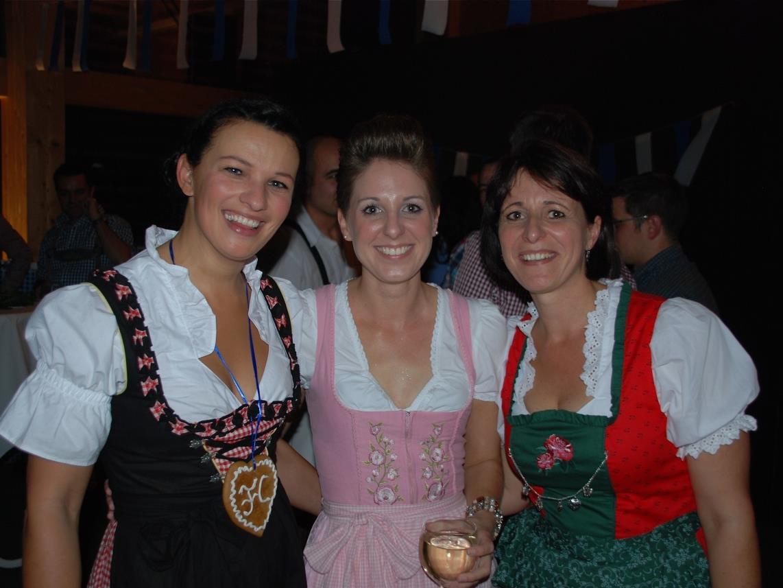Auch Sabine Vonblon, Andrea Loacker & Andrea Längle feierten den Herbstmeistertitel und den Saisonabschluss im Mösle