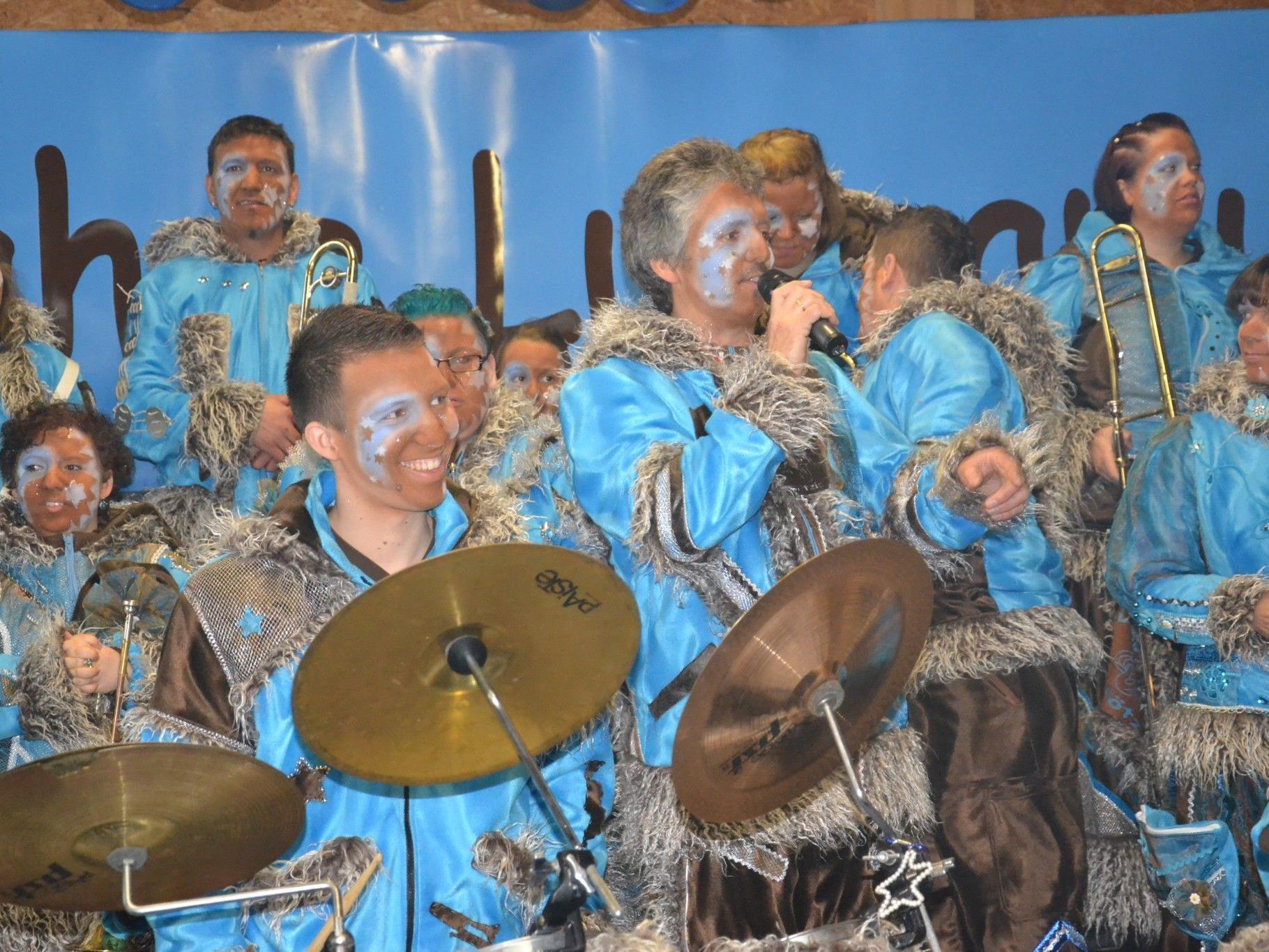 Lumpamusik Obmann Rainer Nicolussi begrüßte zur Jubiläumsfeier im Kubus des Möslestadions