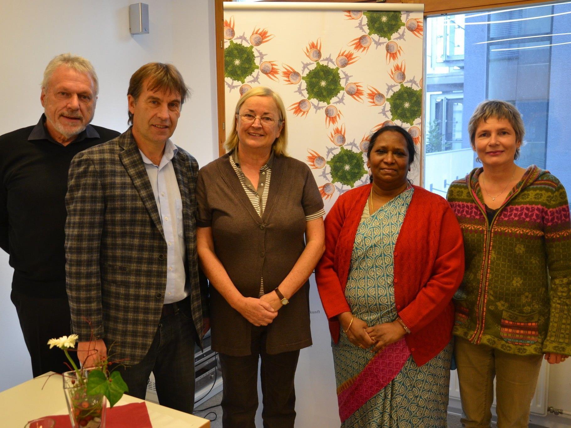 Begrüßten den prominenten Besuch in der BORG Werkstatt: Jose Oberhauser, Dir. Thomas Rothmund, Margit Schönherr-Hofer, Dr. Ruth Manorama aus Indien & Marielle Manahl