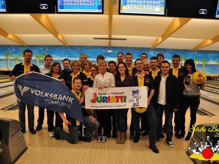 Gruppenfoto der Strike Bowler Bludenz im DreamBowl in München