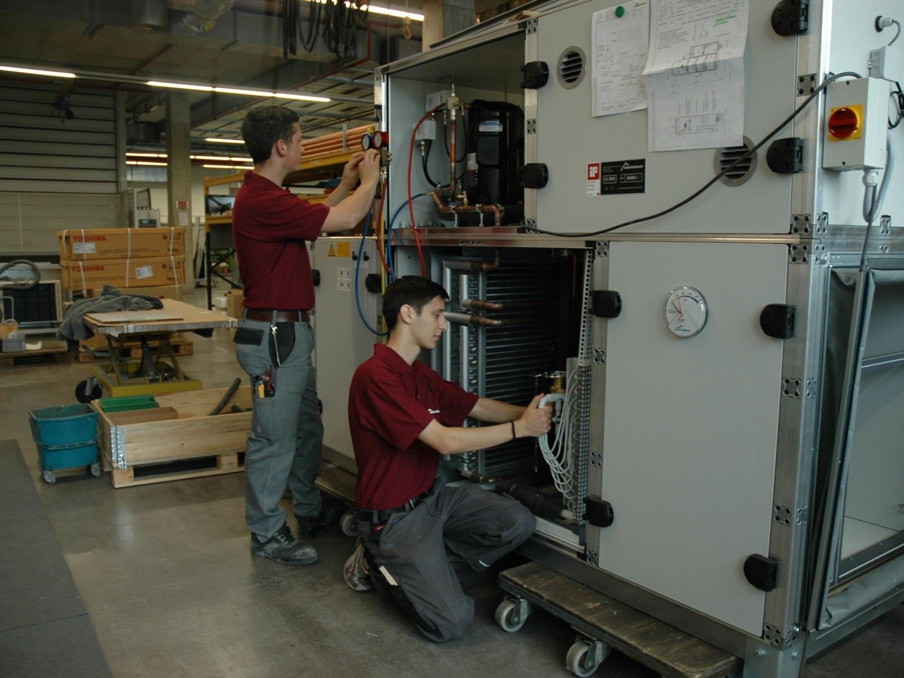 In der Firma steht die Vermittlung von praktischen Fähigkeiten im Vordergrund.