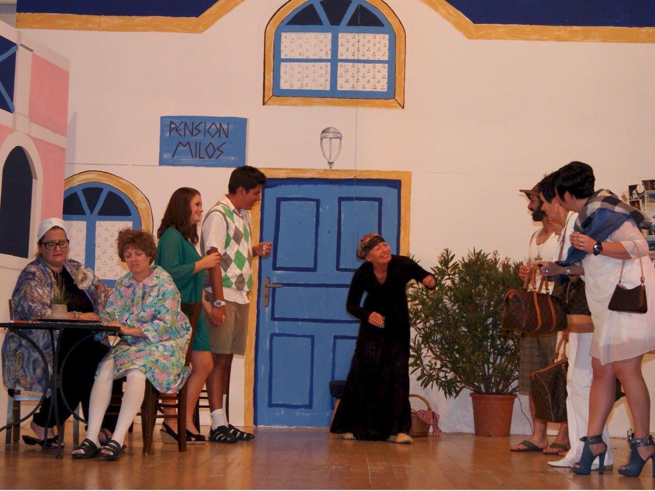 Die Akteure des Theaters Doranand im Einsatz auf der Bühne.