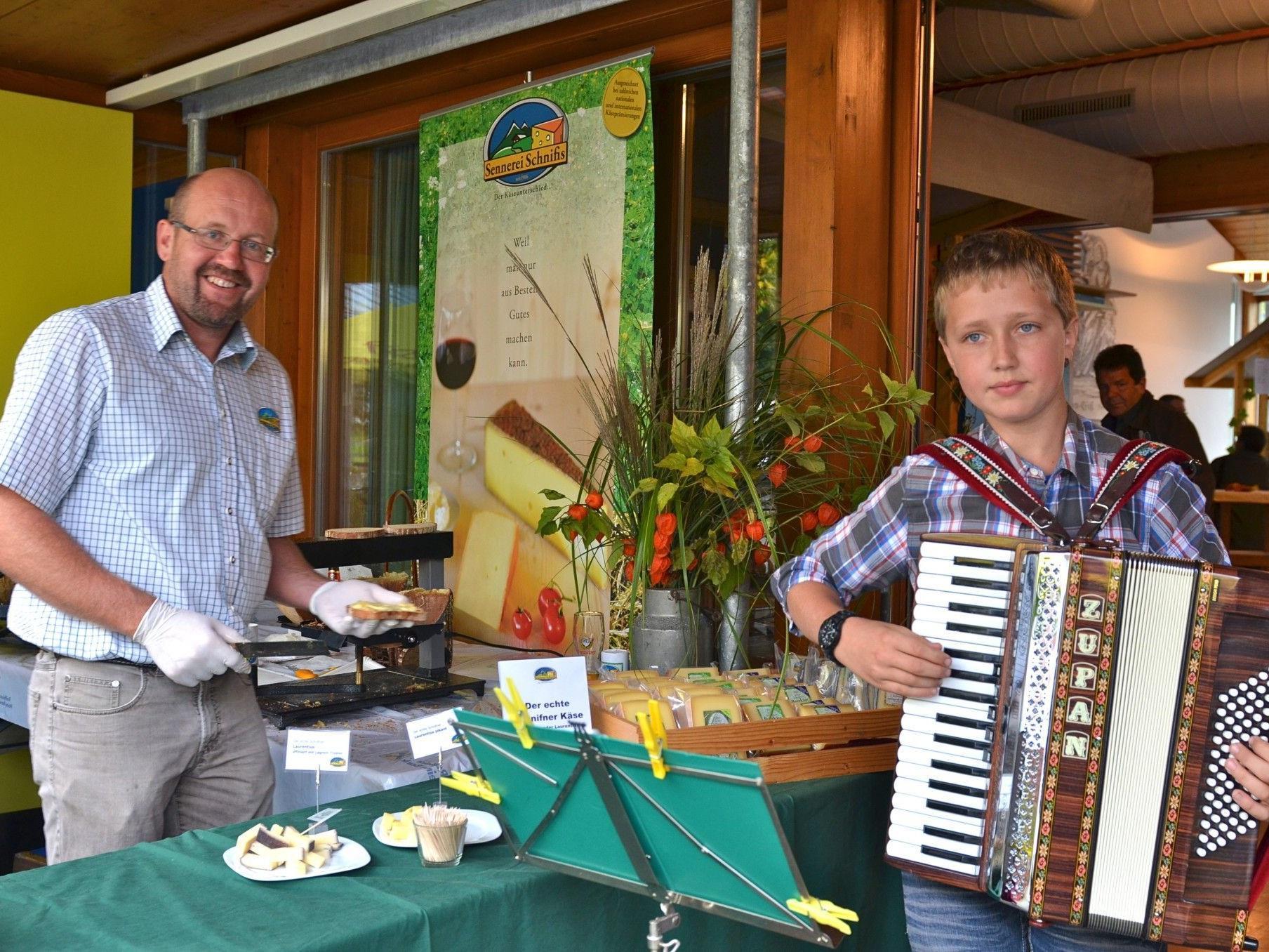 Viel Musik und Köstlichkeiten aus der Region gibt es beim Dreiklang-Christkindlemarkt.