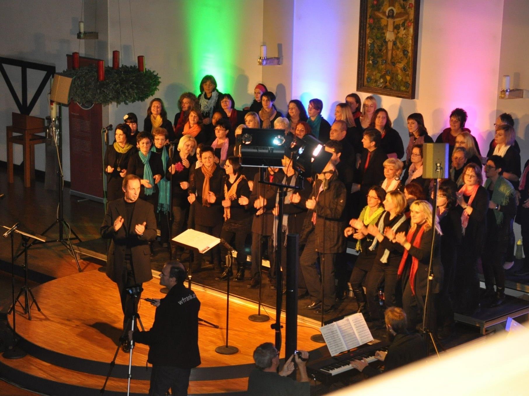"""Die """"gospel-family by g.a. mathis"""" lädt mit mitreißenden Gospel-Liedern zur zweiten Konzertreihe."""
