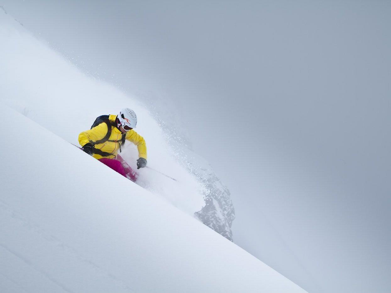 Freeride-Frauen aufgepasst! Nutzen Sie die Chance mit Freeriderin Lorraine Huber die schönsten Hänge in Lech Zürs am Arlberg zu fahren
