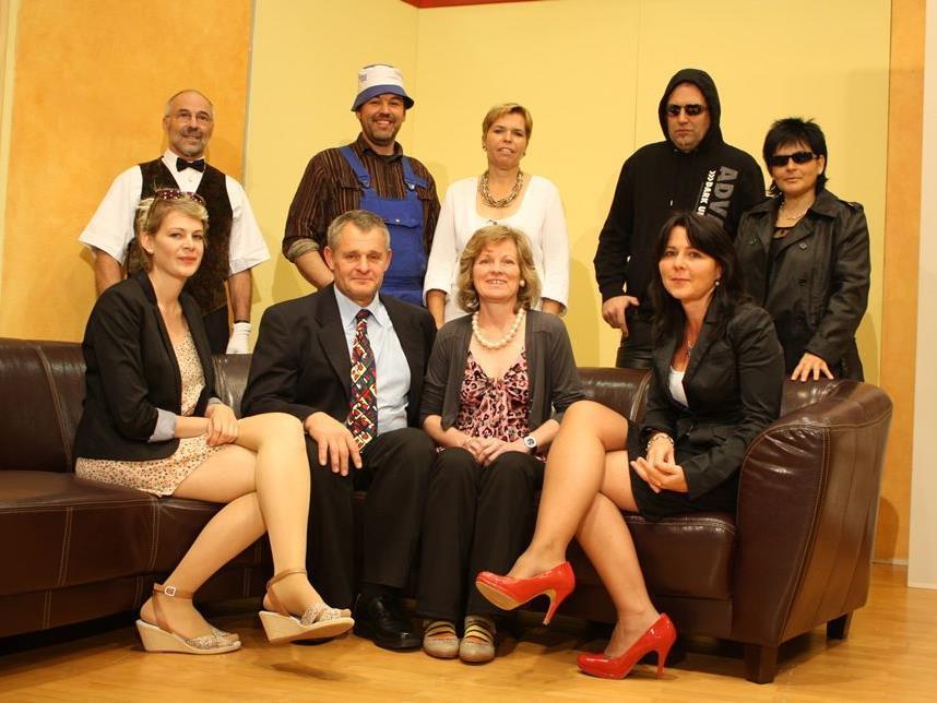 Die Schauspieler vom Theater Krumbach fiebern bereits der Premiere entgegen.