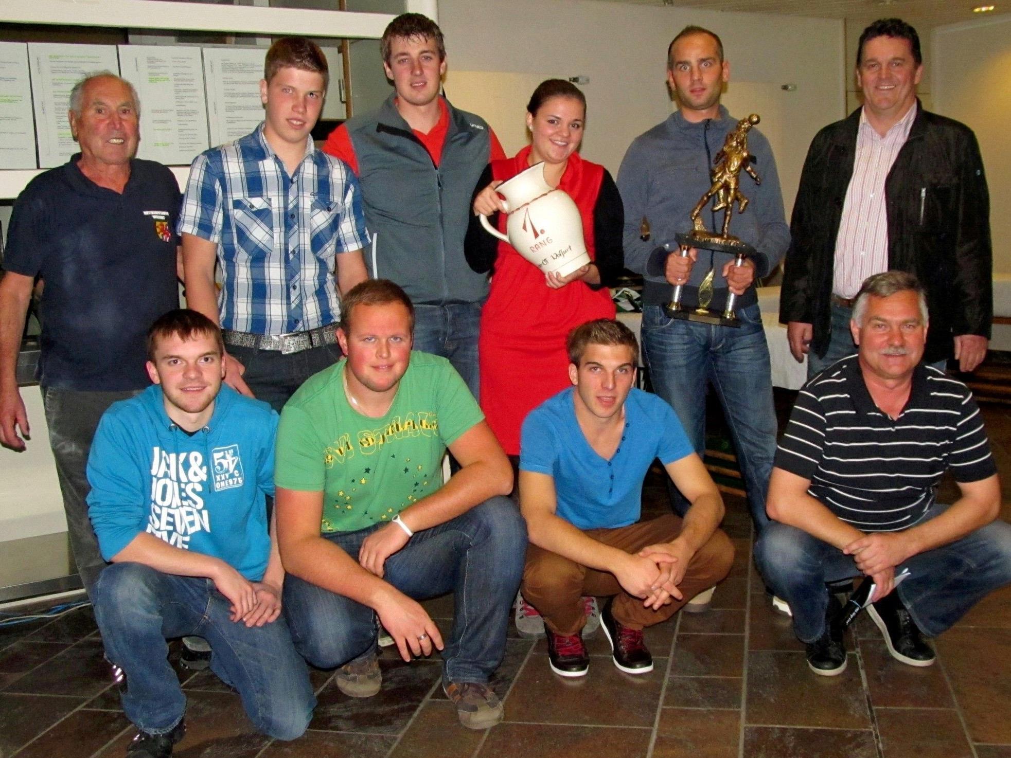 Die OF Wolfurt gratulierte als Veranstalter den Kollegen aus Eichenberg zum Wanderpokal.