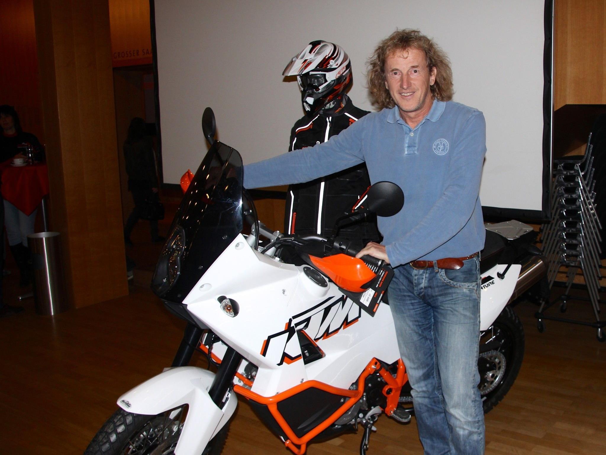 Josef Pichler zeigte sich in der Kulturbühne AmBach mit einem seiner KTM-Motorrädern, die ihn auf allen Reisen ständig begleiten
