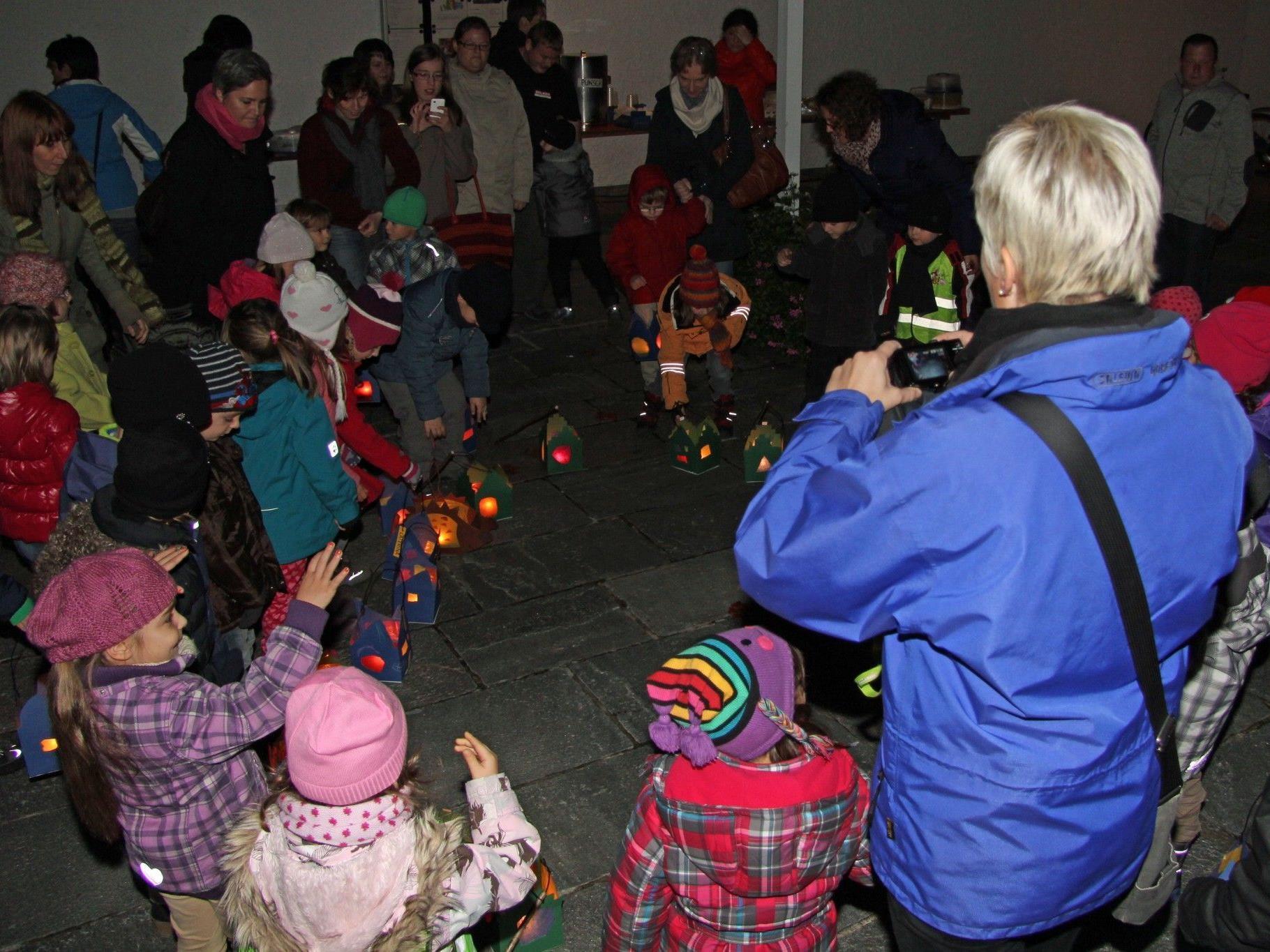 Der Kindergarten Markt in Rankweil bei der Martinsfeier