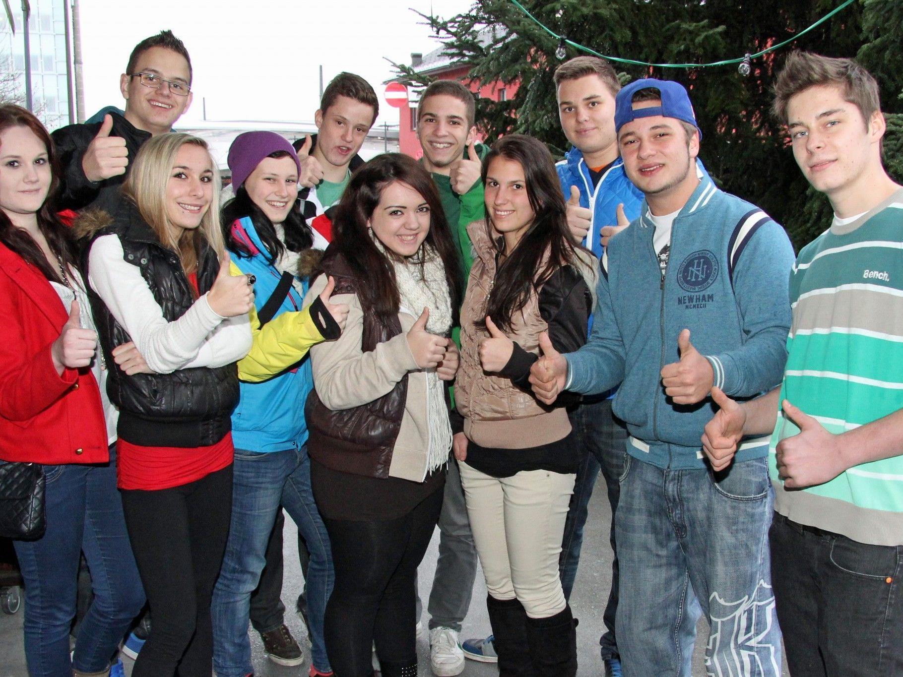 Die Schülerinnen und Schüler der 3BHF strahlen Zuversicht aus