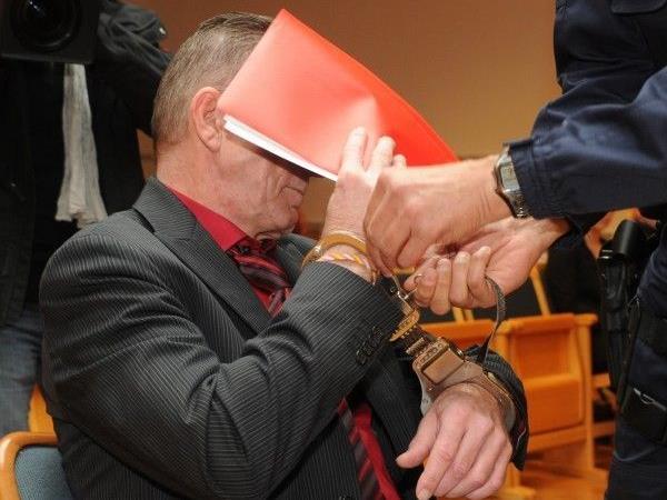 Der 51-jäŠhrige Angeklagte vor Beginn des Geschworenenprozess am Mittwoch in Steyr.