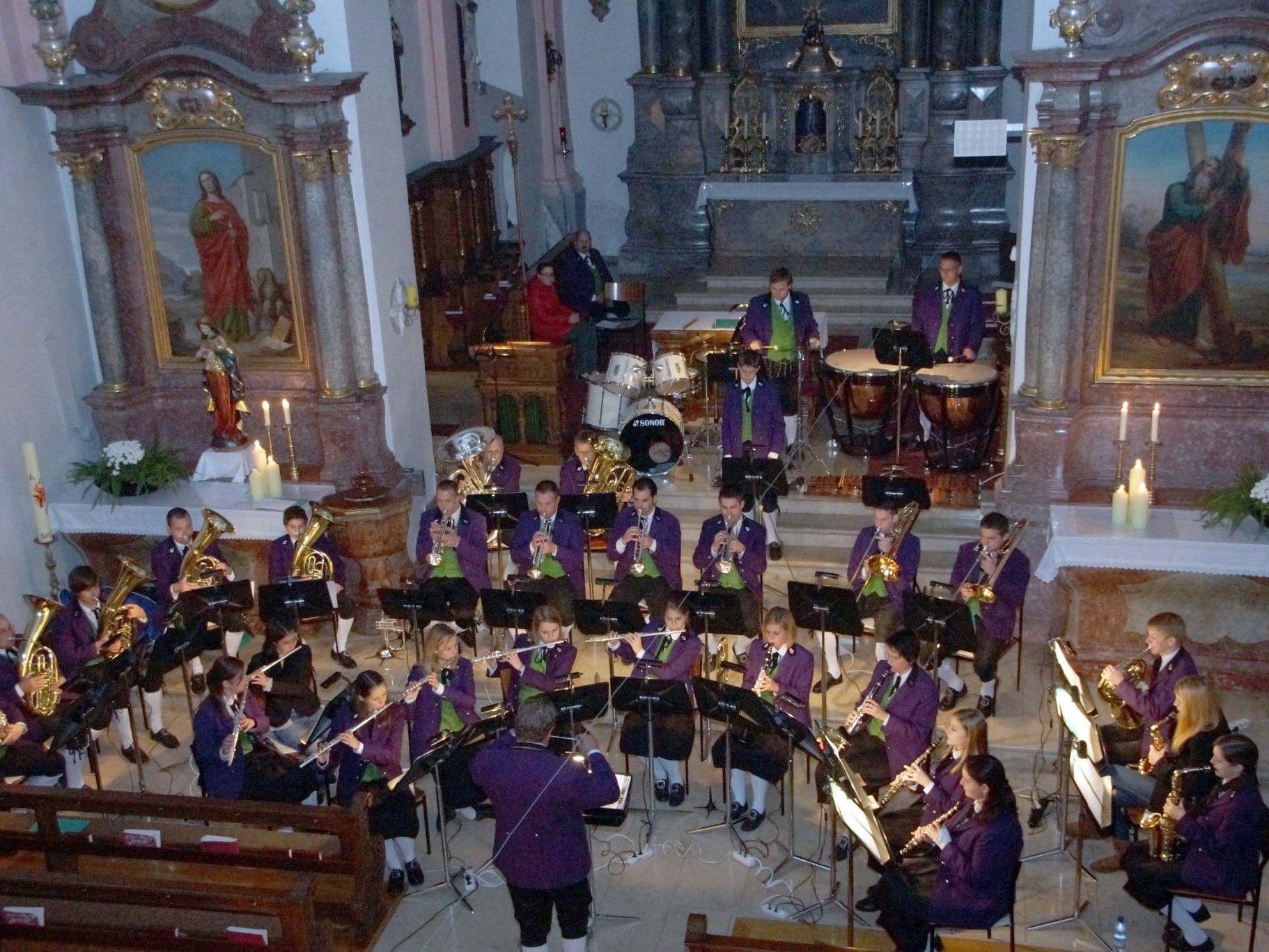 Der Musikverein Thüringen zauberte Adventstimmung in die Herzen der Zuhörer.