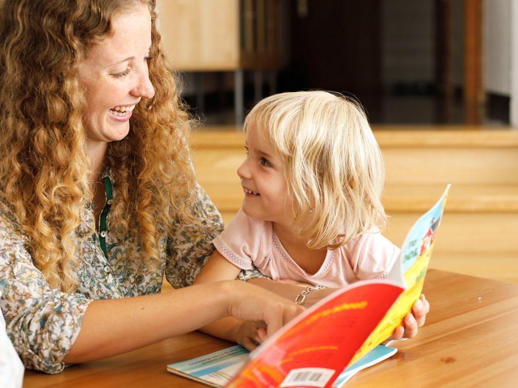 Neben Spielzeug bieten wir auch gut erhaltene Kinderbücher an.