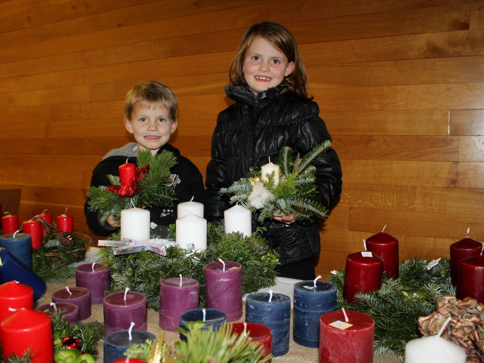 Die Kinder stehen an diesem Adventbastelnachmittag natürlich im Mittelpunkt.