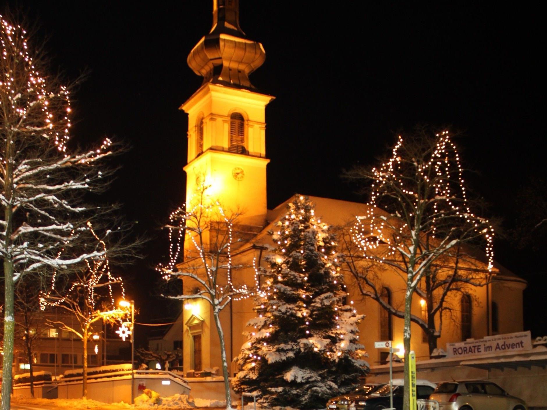 """""""Lochauer Adventzauber"""": Mit der Entzündung der Weihnachtsbeleuchtung startet die Bodenseegemeinde in einen stimmungsvollen Advent."""