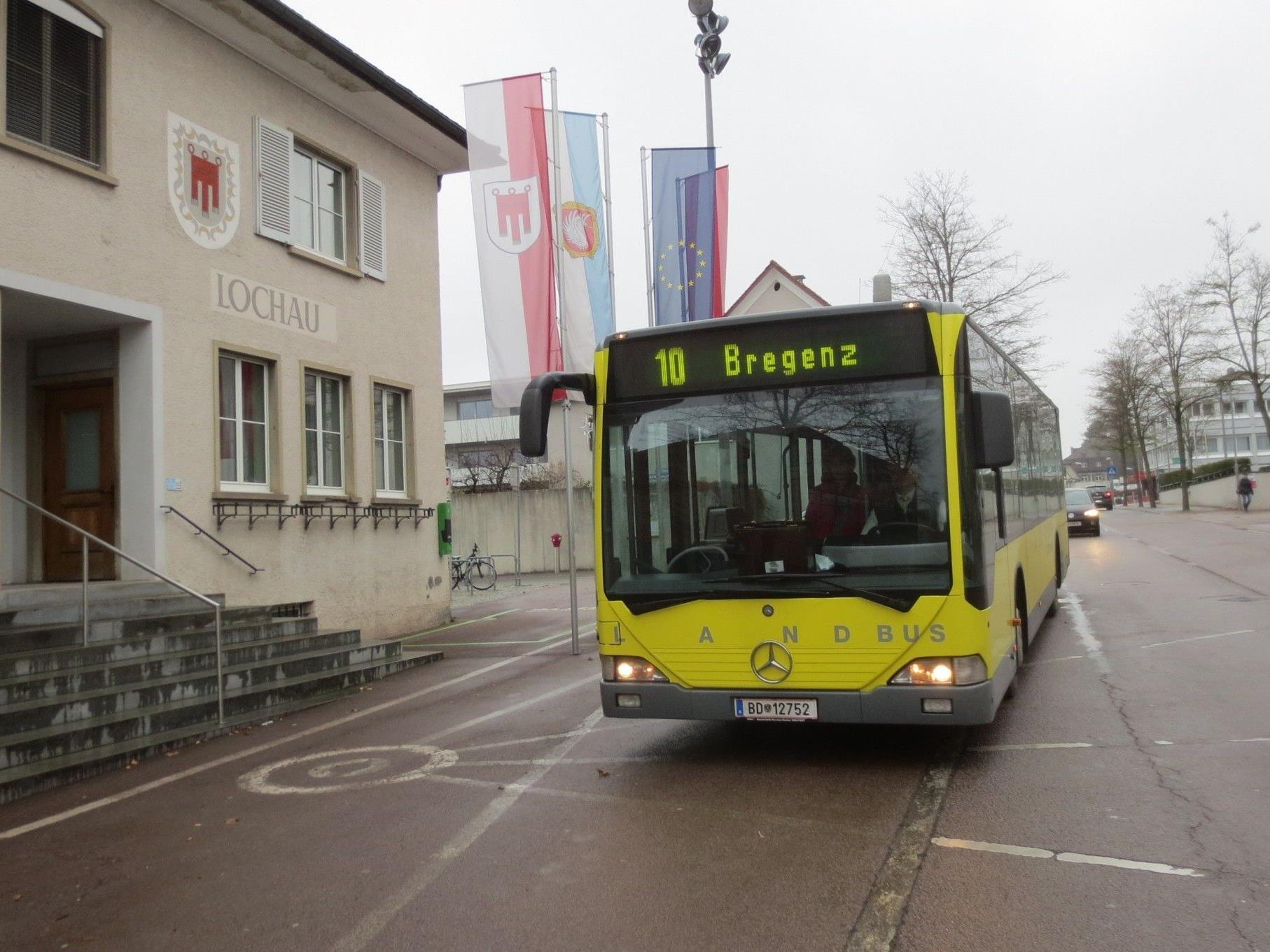 """Gemeindeamt Lochau – Zentraler """"Umsteigbahnhof"""" auf alle Linien."""