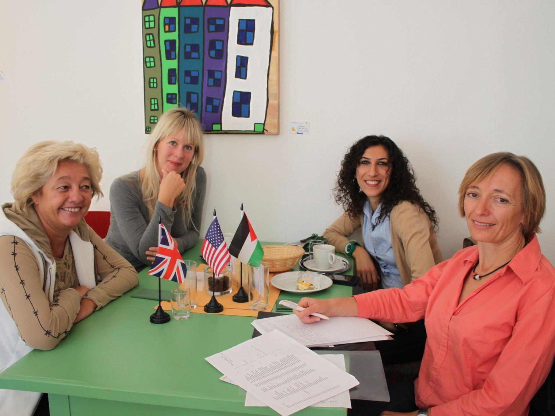 """Im Lochauer """"Sprachencafe"""" treffen sich fremdsprachenbegeisterte Einwohner aus dem ganzen Leiblachtal. (Foto: BMS)"""