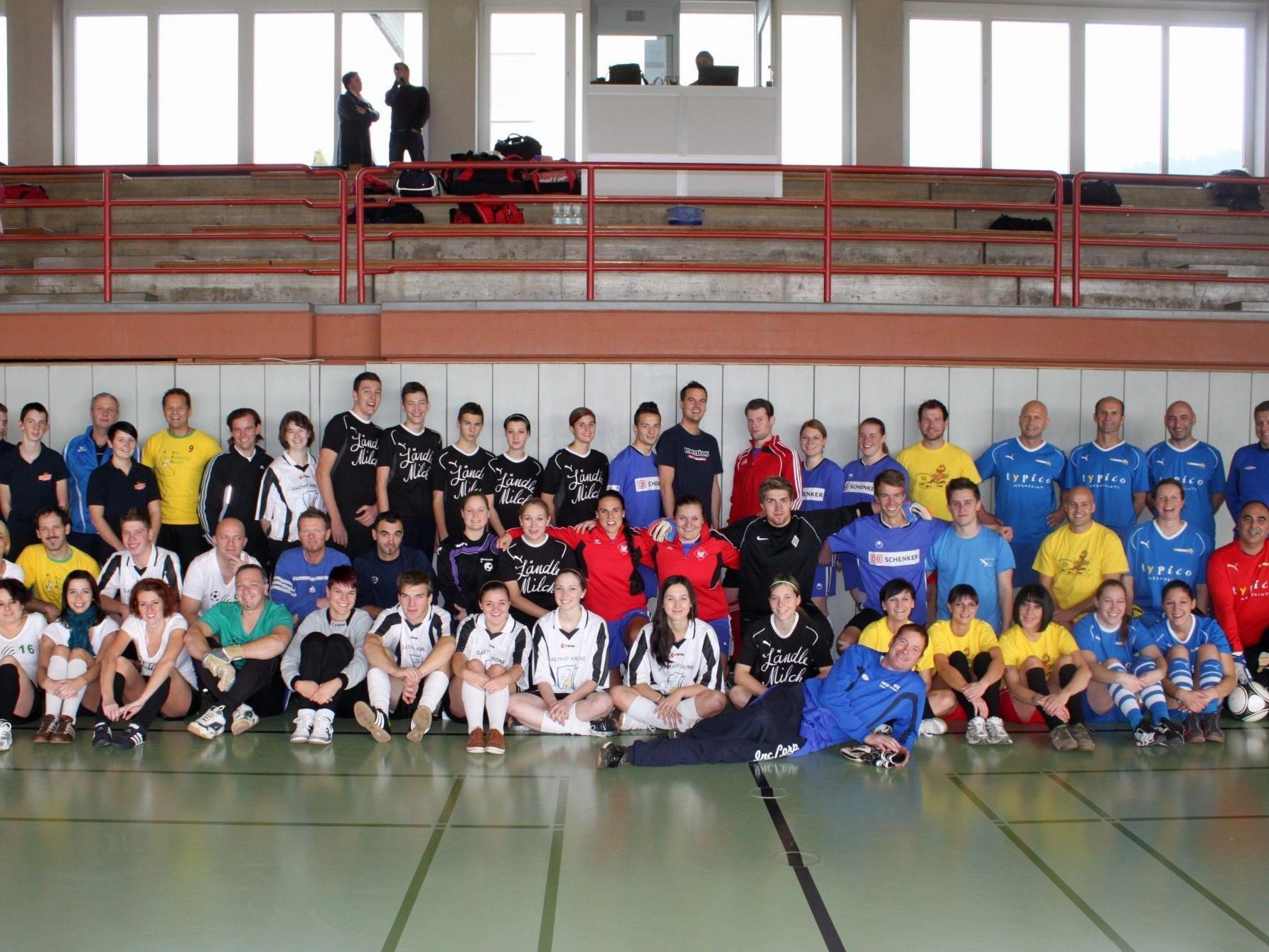 """Fußballturnier für einen guten Zweck: Das """"Turnier des Herzens 2012"""" wurde zu einem großartigen Erfolg."""